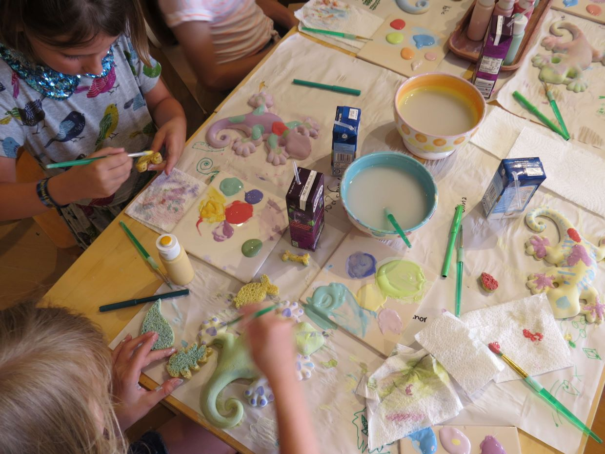 childrens-parties-painting-pottery-geckos