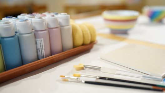 paint-in-the-studio-brushes-table-setup
